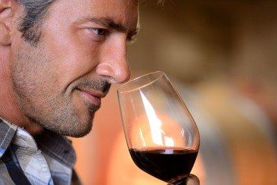 Mann-mit-Weinglas